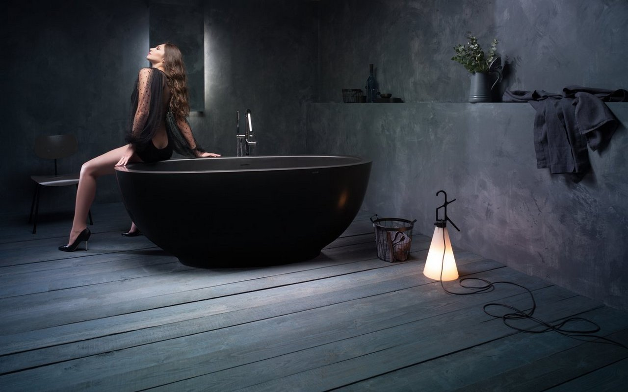 Aquatica Karolina 2 Graphite Black Solid Surface Bathtub 02 (web)